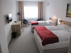 A bed or beds in a room at Hotel Kapitol