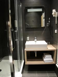 A bathroom at Hotel Kapitol