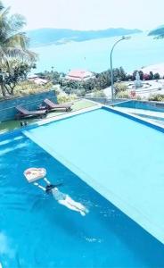 The swimming pool at or close to Harbor View Villa