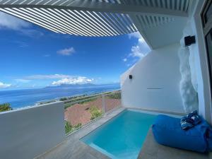 A piscina localizada em Ninamu Pearl Guest House ou nos arredores