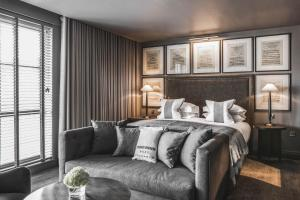 A bed or beds in a room at Dakota Glasgow