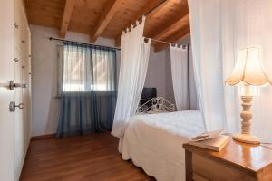 A bed or beds in a room at Agriturismo Podere L'Agave