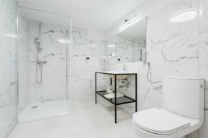 A bathroom at Apartamenty i Domki Górski Potok