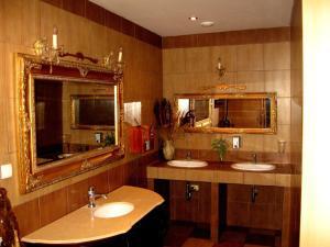 Łazienka w obiekcie Zajazd Wilczy Gród