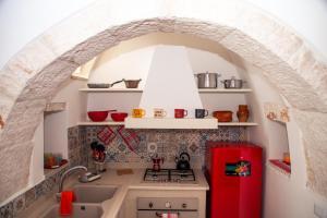 A kitchen or kitchenette at B&B Trulli Donna Isabella
