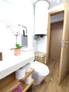 A bathroom at Best house airport lisbon