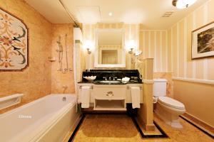 A bathroom at Hong Kong Disneyland Hotel