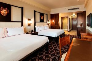 A bed or beds in a room at Disney Explorers Lodge