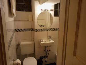 A bathroom at Ludwigstraße