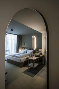 Ein Bett oder Betten in einem Zimmer der Unterkunft Altstadthotel Weißes Kreuz - In der Fußgängerzone