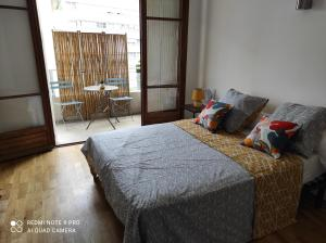 A bed or beds in a room at Appartement vacances Marseille