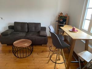 Ein Sitzbereich in der Unterkunft Ferienwohnungen Jakobsberg