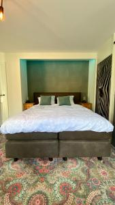 A bed or beds in a room at B&B In Het Slot