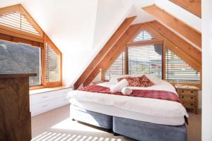 A bed or beds in a room at Thredbo Apartment Accommodation