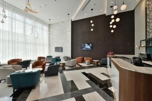 The lobby or reception area at Swiss-Belsuites Admiral Juffair
