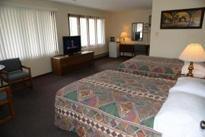 A bed or beds in a room at Starlite Motel