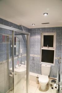 A bathroom at Croft Hotel
