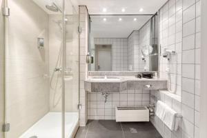 A bathroom at Mercure Parkhotel Mönchengladbach