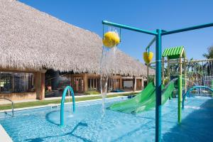 Бассейн в Dreams Onyx Resort & Spa - All Inlcusive или поблизости