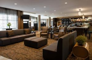 The lounge or bar area at Courtyard by Marriott Scottsdale Salt River