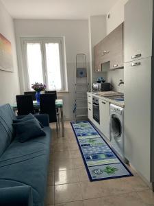 A kitchen or kitchenette at APPARTAMENTO VISTA MARE
