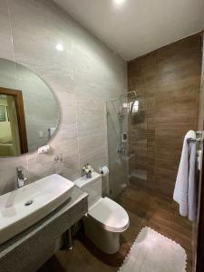 A bathroom at Hotel Monarca