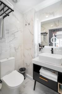 A bathroom at Lisbon 5 Hotel