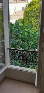 A balcony or terrace at refuge urbain