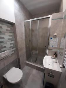 A bathroom at Old Town Kanonia Hostel & Apartments