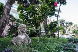A garden outside Hotel Villino Gallodoro