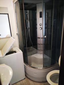 A bathroom at Byt pre 8 ľudí
