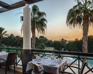 Een restaurant of ander eetgelegenheid bij Vale d'El Rei Hotel & Villas