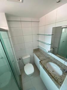 A bathroom at Brisa do Mar Apartments