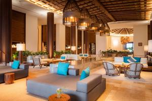 The lounge or bar area at Secrets Maroma Beach Riviera Cancun - Adults only