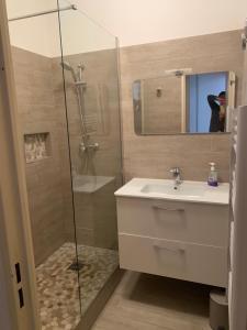 A bathroom at Panier