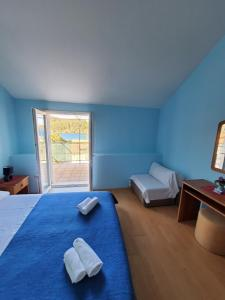 A bed or beds in a room at Apartments Dabelić