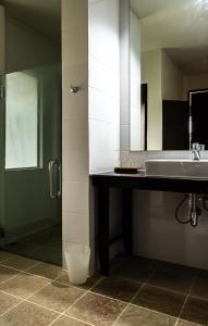 A bathroom at The Hive Hotel - SHA Plus