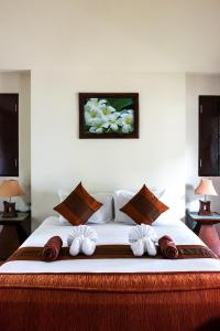 A bed or beds in a room at The Hive Hotel - SHA Plus