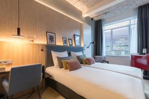 A bed or beds in a room at Postillion Hotel & Convention Centre WTC Rotterdam - Newly opened