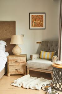 A bed or beds in a room at The Swan at Streatley