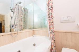 A bathroom at Ghetto Enchanting Terrace
