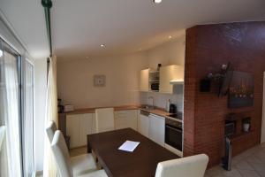 Küche/Küchenzeile in der Unterkunft Ferienhaus Bensersiel Lammertshörn 4