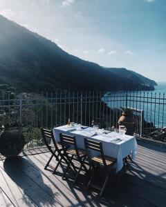 Ein Restaurant oder anderes Speiselokal in der Unterkunft Locanda Il Carugio