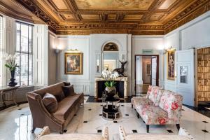A seating area at Radisson Blu Edwardian Vanderbilt Hotel, London