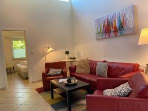 Ein Sitzbereich in der Unterkunft Ferienhaus Bensersiel Lammertshörn 4