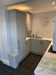 A kitchen or kitchenette at BEAUTIFUL SEMI DETACHED WITH PRETTY GARDEN