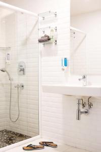 A bathroom at Sunprime C-Lounge - Adult Only