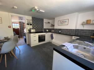 A kitchen or kitchenette at The Village Inn
