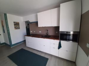 A kitchen or kitchenette at VILLA MARETA BEACH II
