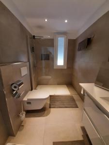 A bathroom at VILLA MARETA BEACH II